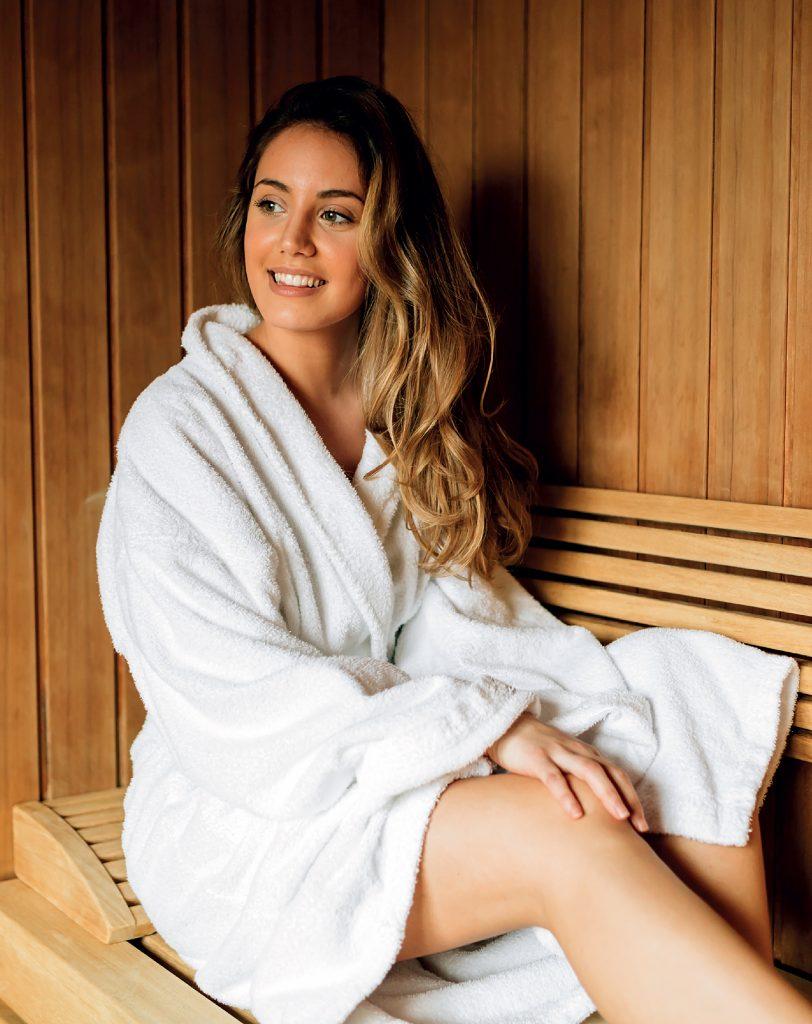 woman-sauna-upright-full