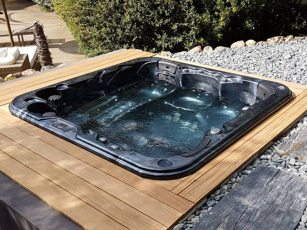 Be Well O747 Deluxe Hot Tub